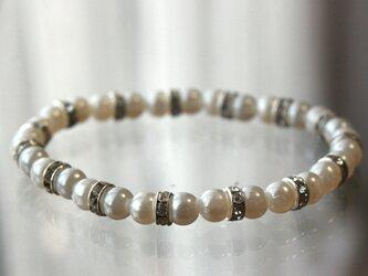 脱着楽らく*ビジューパールブレスレット  6ミリ 真珠 結婚式 二次会 誕生日 プレゼント ゴムブレスの画像