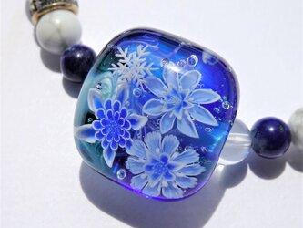 《氷華》 ブレスレット とんぼ玉 天然石 雪の結晶 花の画像