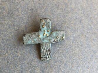 陶ブローチ 緑青 「十字」の画像
