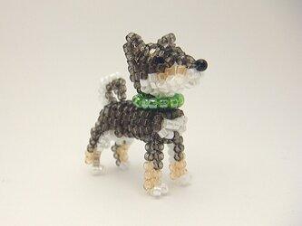 柴犬のビーズブローチ(立ち)の画像