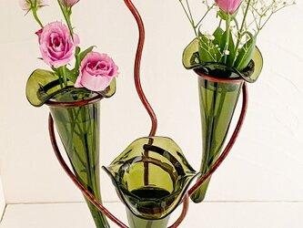 3点ガラス・スタンド花器フラワーベースの画像