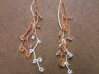 絹糸の枝のピアス orangeの画像