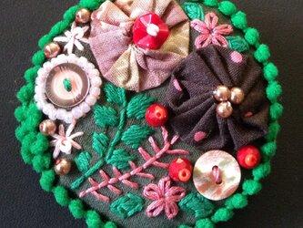刺繍ブローチ(モスグリーン)の画像