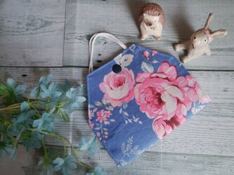 送料無料✴爽やかなブルー地に大きいお花のマスクケース✴の画像