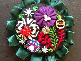 刺繍ブローチ(グリーンサテンリボン)の画像