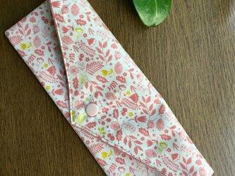 サーモンピンクの小花やリーフ・・マスクケースの画像