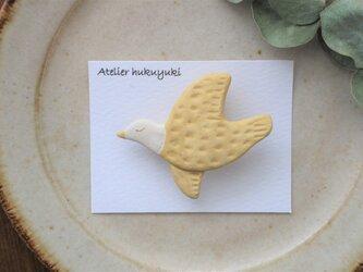 陶器で作った鳥のブローチ D( 黄色 )の画像