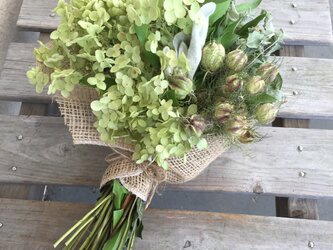 アナベルとマウンテンミントの花束の画像