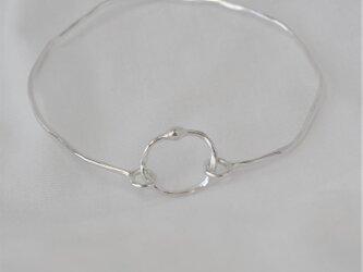 銀のにぶくひかる細めの腕輪 -131-の画像