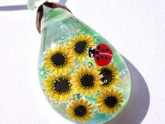《ひまわりとてんとう虫》 ペンダント ガラス とんぼ玉 向日葵 テントウムシ の画像