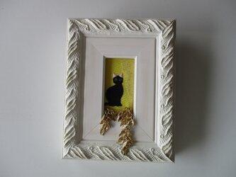 夜・窓猫 刺繍額の画像