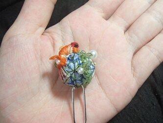 3D手刺繍/手鞠金魚/Uピンの画像