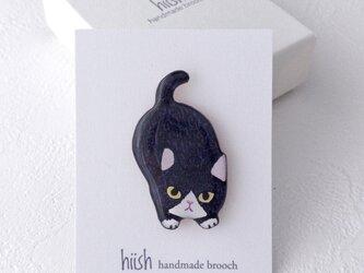 子猫のブローチ(ハチワレ黒)の画像