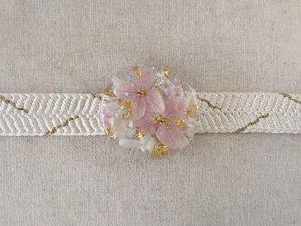紫陽花を樹脂に閉じ込めた帯留め(ピンク)の画像
