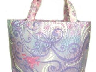 マーメイドと熱帯魚のデザインのトートバッグ。の画像