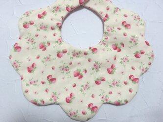 New*ふわふわお花のスタイ*YUWAイチゴ小花柄*ドットの画像