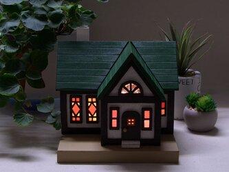 木とガラスの家のランプ(nh_01)#家#ステンドグラス#木#室内#照明#ランプ#インテリアの画像
