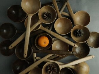 木のお玉(スモークドカラー)楢材。みかんと松ぼっくりは、販売致しません。の画像