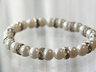 【脱着楽々】ビジューパールブレスレット 8mm 真珠 結婚式 二次会 誕生日 プレゼント ゴムブレスの画像