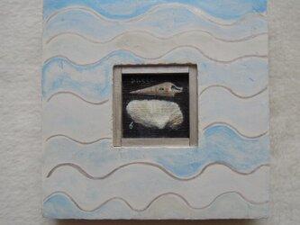 貝殻の絵と波模様の額の画像