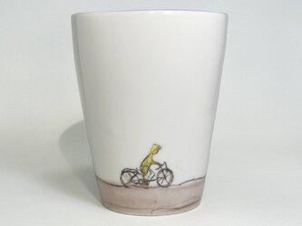 イギリス作家の手作りカップ「自転車、ポスト」の画像