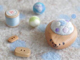 ハリネズミの羊毛ピンクッション【針山】ふわふわ水玉 水色の画像