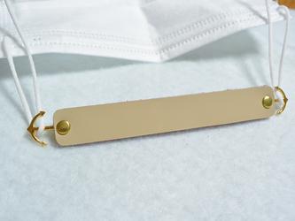 【送料無料】本革マスクフック(エナメルベージュ×レッド・ゴールド金具)の画像