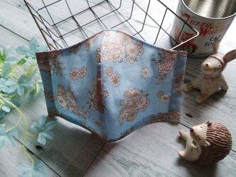 送料無料✴涼しげなブルー地のレトロ花柄マスク✴裏地は涼感加工ガーゼを使用✴の画像