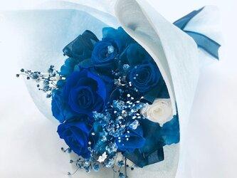 【プリザーブドフラワー/青い薔薇の花束・ラッピング付き】の画像