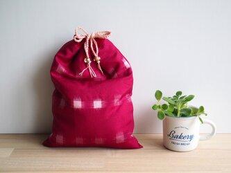【sakaiazuki様専用受注制作】 茜色と白の絣 巾着とマスクケースのセット、紫の紅型マスクケースの画像