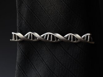 DNA タイピンの画像