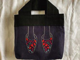 ミュール刺繍のバッグ(花)の画像