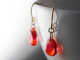 グラデーションガラスのピアス アイスティーの画像