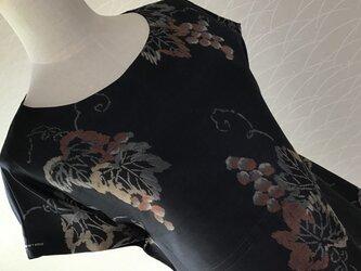 0728   着物リメイク    M~L寸法のチュニック   銘仙 葡萄模様 の画像