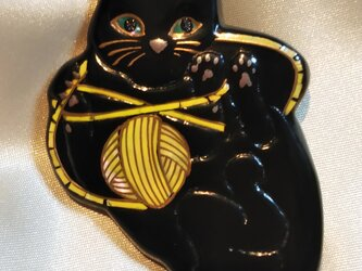 蒔絵ブローチ 黒猫 毛糸玉(黄)の画像