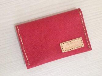 赤色のレザーカードケースの画像