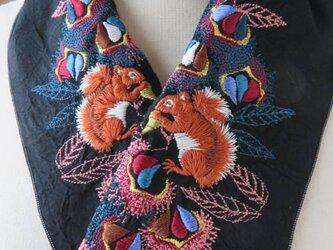 半襟・刺繍半襟・栗鼠と栗の画像