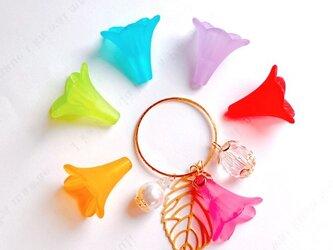【送料無料】お花の色が選べるパールと葉っぱのバッグチャーム/キーホルダーの画像