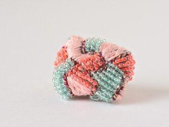 結晶石ブローチ(サーモンピンクの欠片)の画像