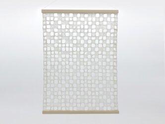 呼吸する和紙のタペストリーの画像