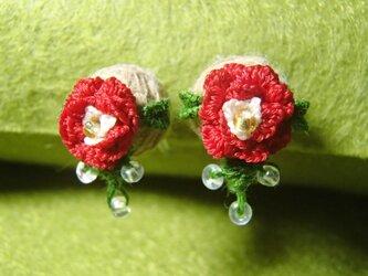 3D手刺繍/ピアス風イヤリング/赤薔薇の画像