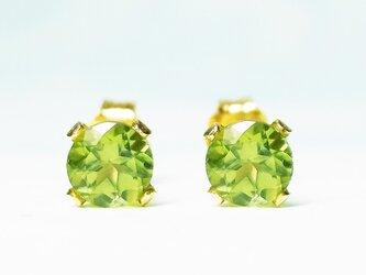 【8月誕生石】輝く2粒。ペリドットのピアス [送料無料]の画像