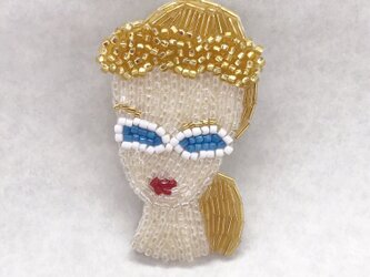 Doll ビーズ刺繡ブローチの画像