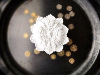 アロマストーン ■ 大輪のロゼッタレリーフ ■6種類から香りが選べるの画像