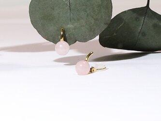 ローズクウォーツのイヤリングの画像