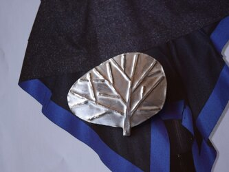 ブローチ(銀彩)  木-1の画像