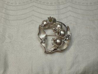鈴蘭のブローチの画像