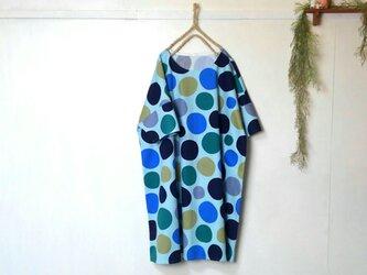 ゆったり着てね ブルー系 水玉ワンピース ~ 五分袖 大きいサイズ 膝丈ワンピースの画像