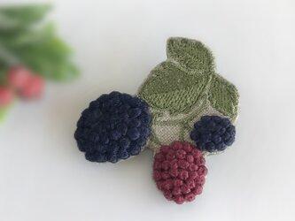 ブラックベリー 刺繍ブローチ《受注制作》の画像