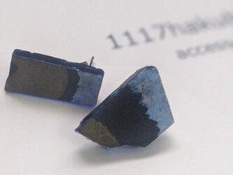 書家が作るアートなアクセサリー 逆に、あざとく…/periced earring/blueの画像